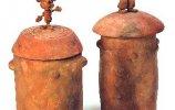 Урны. 1995 г. Полиэфирная смола. Надин Оспина