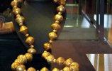 38. Ожерелье. Культура Ламбайеке I. Позолоченное серебро. Длина 66,0 см. Поздний промежуточный период (900-1450 н.э.). Фото - Ирина Дворкина