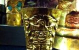 66. Бокал с дном-погремушкой. Культура Ламбайеке I. Золото. Высота 12,7 см. Поздний промежуточный период (900-1450 н.э.)