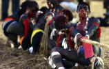 Индейцы умутина, перетягивание каната (11.11.2013). Фото - PAULO WHITAKER / REUTERS