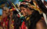 Индейцы в ожидании церемонии открытия (09.11.2013). Фото - AFP PHOTO / CHRISTOPHE SIMON