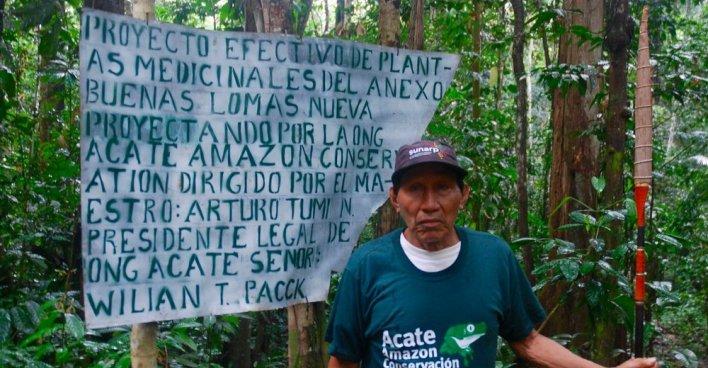"""Целитель Артуро у входа в """"лекарственный лес"""". Фото: David Hill / theguardian.com"""