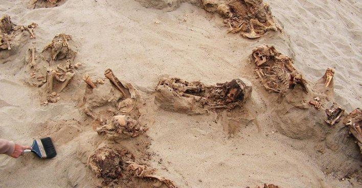 В Перу найдено крупнейшее захоронение принесённых в жертву детей и лам. Фото: National Geographic