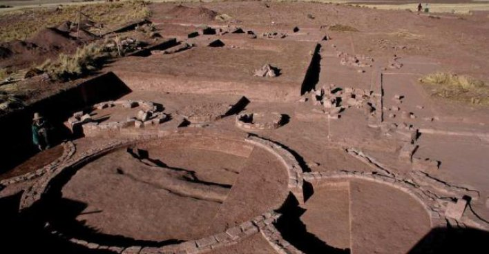 В Боливии у оз. Титикака найден комплекс, где ок. 2000 лет назад очищали умершим кости от плоти. Фото: Scott C. Smith