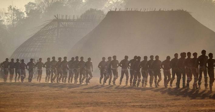 Во время поминального ритуала Куаруп индейцев ваура. Фото - REUTERS/Ueslei Marcelino